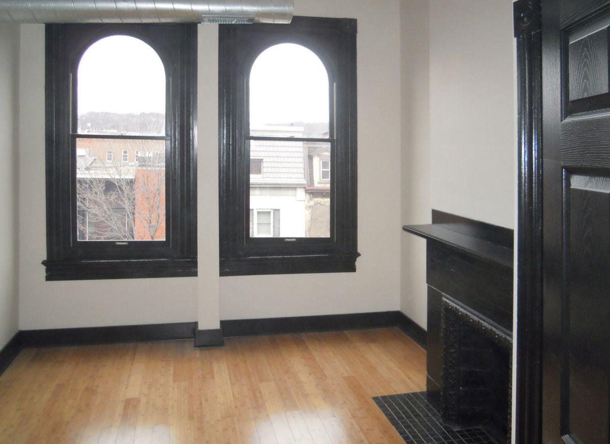 Landmark on Carson 1-Bedroom Apartment