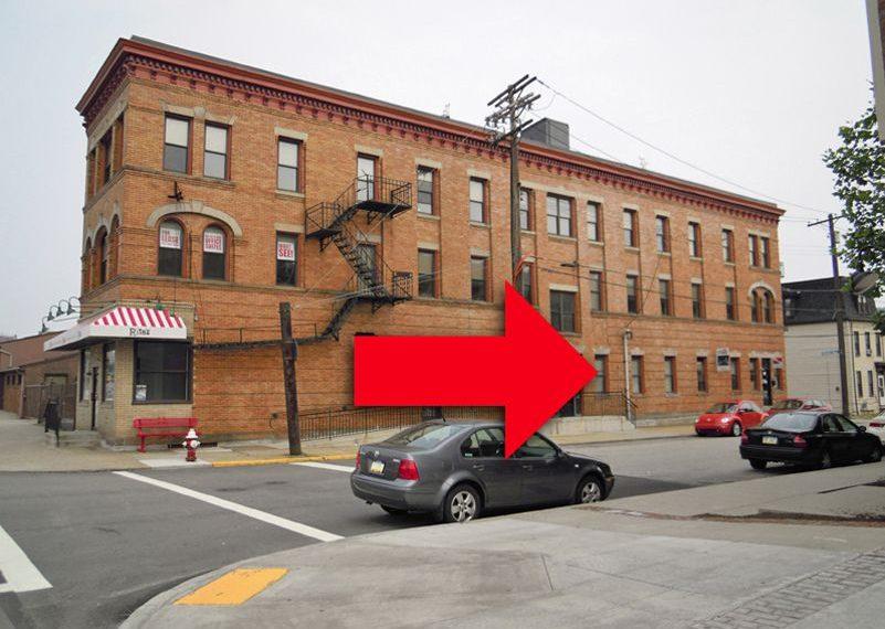 2429-1_SIDE_7 East Carson Side Storefront