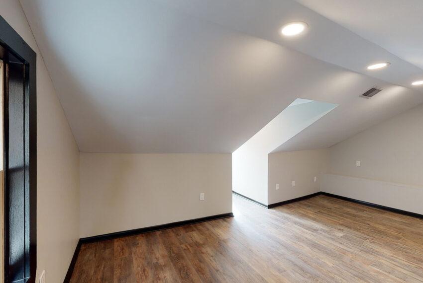 1819_East_Carson_3-BR_Apartment_12
