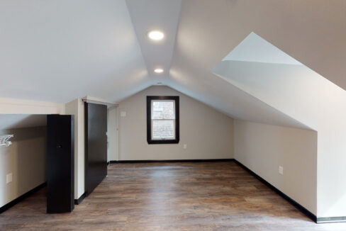 1819_East_Carson_3-BR_Apartment_13